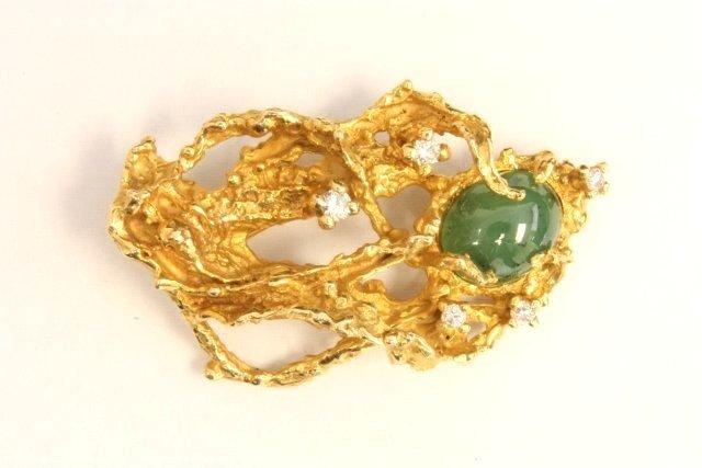1007: Jade & diamond 14kt gold pin