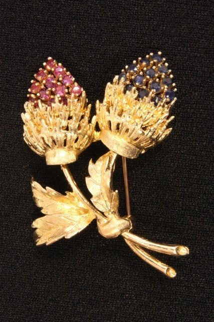 1010: 14kt yellow gold double thistle pin
