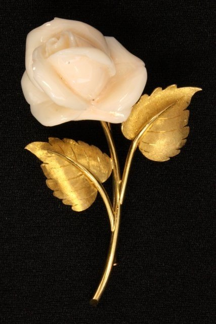 1017: White coral rose on gold stem with leaves