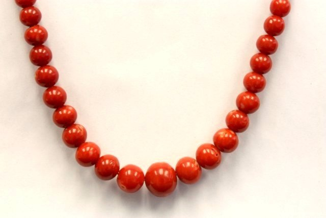 1020: Red coral bead necklace