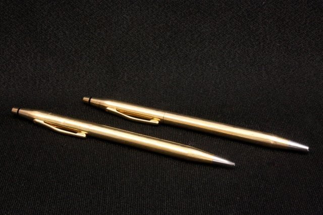 1022: Matching pair 14kt gold Cross pen/pencil