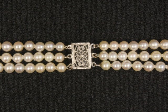 1025: Triple strand pearl necklace - 3
