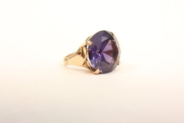 1026: Amethyst in gold setting