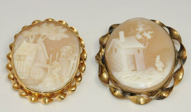 1036: 2 Cameo scenic pins in 14kt gold frame