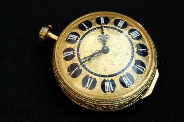 "1000: 8 day ""Ernest Borel"" 15 jewel large watch"