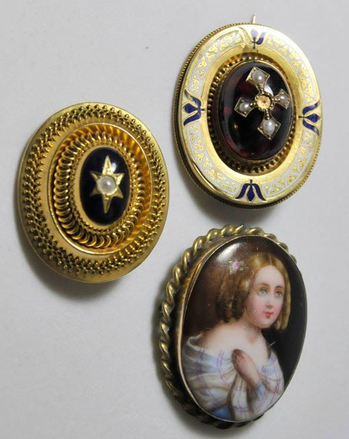1001A: 3 Victorian pins