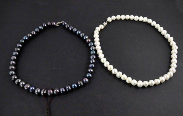 1003: 2 pearl necklaces