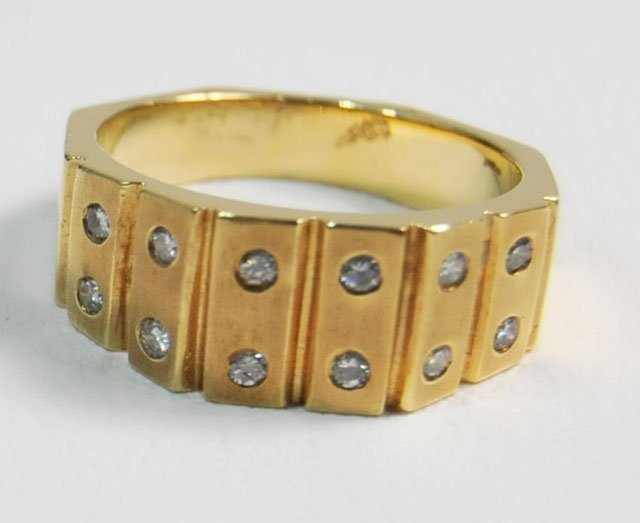 1007: 14kt yellow gold diamond studded ring