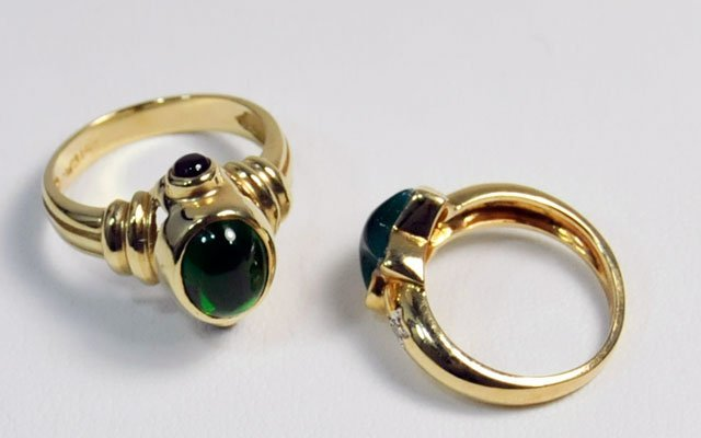 1008: 2 14kt yellow gold rings