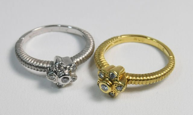 1009: Pair 18kt gold stack rings