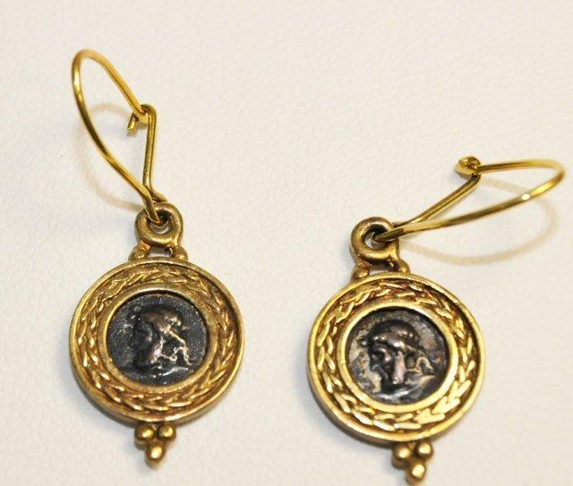 1014: Pair 18kt gold earrings