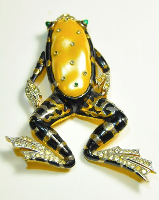 "1002: Trifari ""Frog"" brooch"