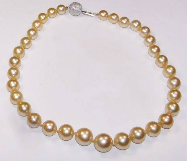 1006A: South sea pearl necklace with diamonds