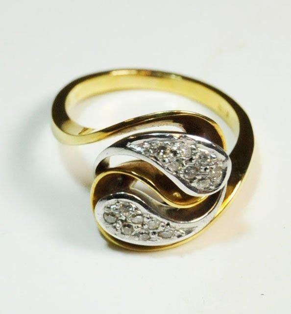 1007: 18kt yellow gold & diamond ring