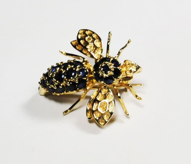 1007A: 14kt yellow gold & sapphire bee pin