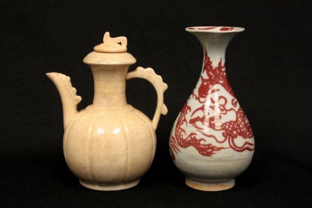 22: Vase & teapot