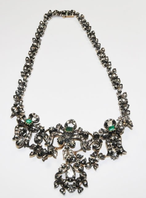 1005: 14kt antique necklace with diamonds & emeralds