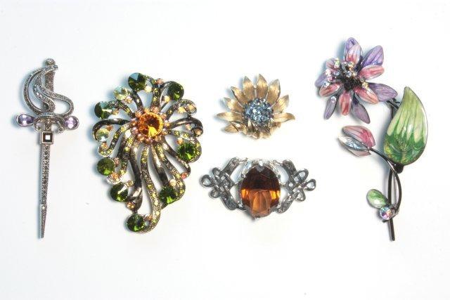 1011: 5 pieces costume jewelry