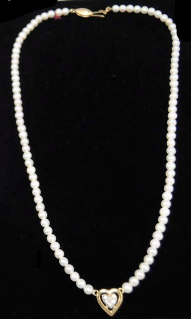 """1014: Pearl & 14kt gold necklace with """"Heart"""" pendant"""