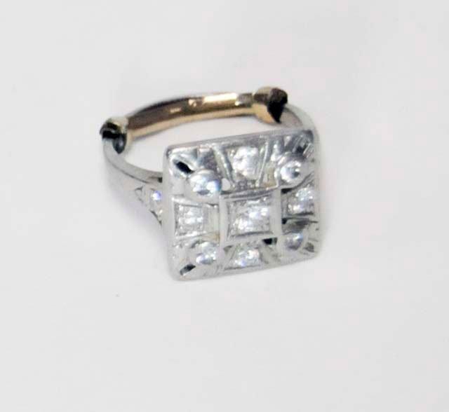 1009: Ladies platinum & diamond cocktail ring