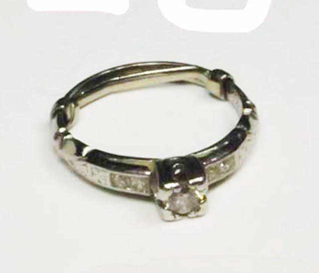 1012: 14kt diamond engagement ring