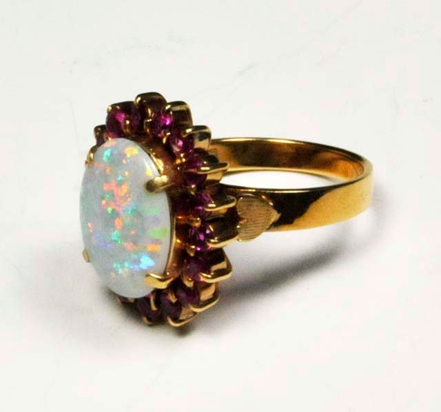 1021: 14kt gold & opal ring