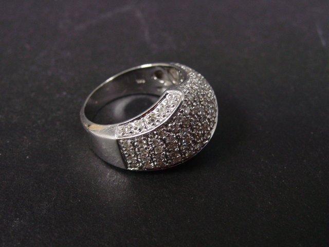 1004: 14kt white gold & diamond ring
