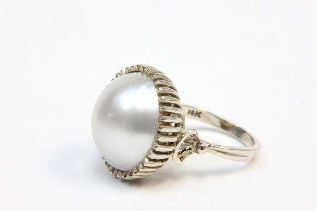 1011: Mobe pearl & gold ring