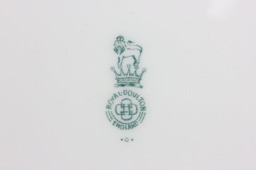 8 Royal Doulton plates - 6