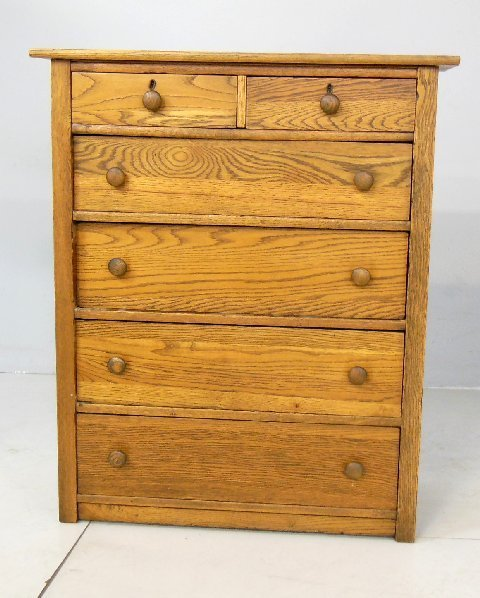 Oak 6 drawer chest with 2 key holes