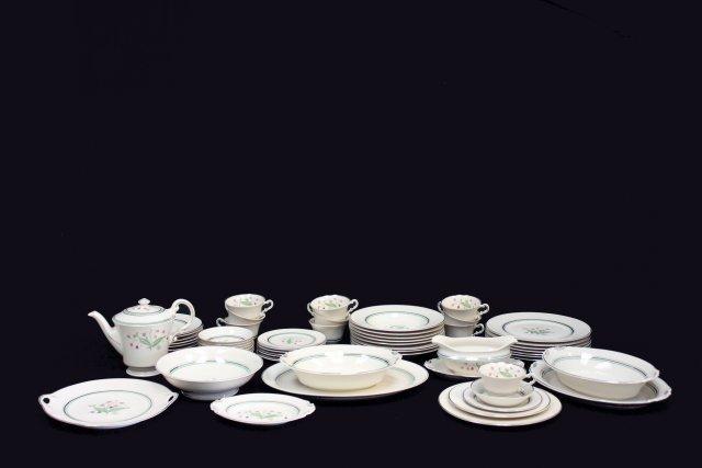 Syracuse China Coralbel Old Ivory dinnerware set