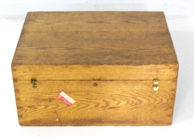Early 20th c. Oak lidded chest