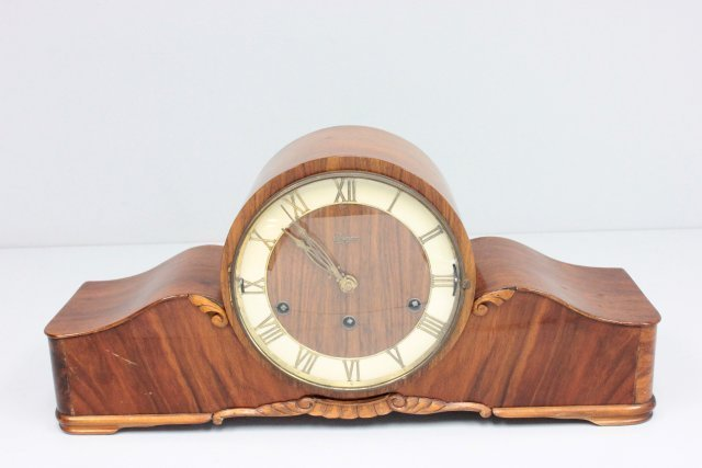Burled wood mantle clock ca. 1940's