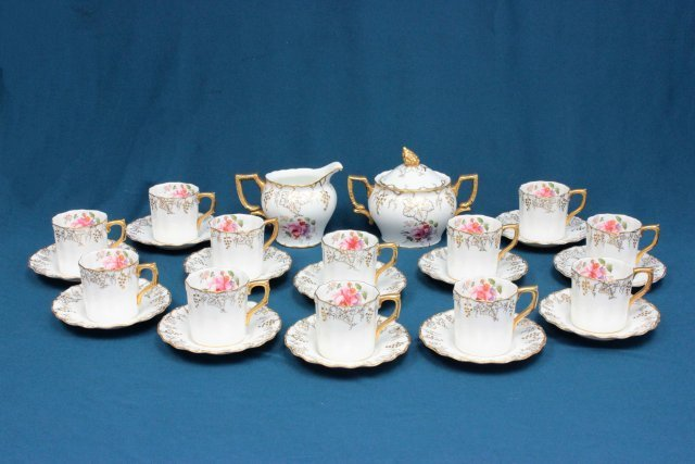 Set of 12 Royal Crown Derby cups & saucers