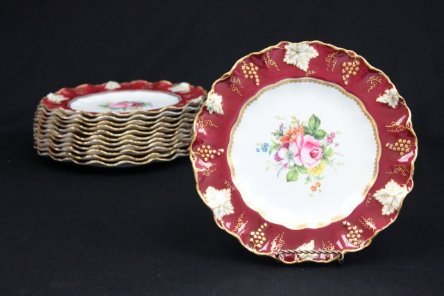 Beautiful set of 12 Royal Crown Derby plates