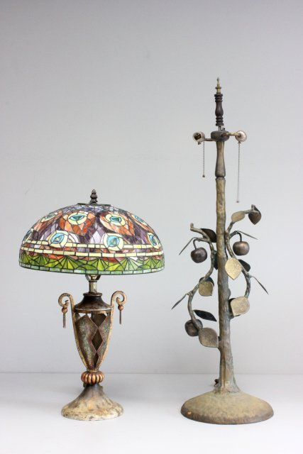 Lot of 2 Gilded floral lamps