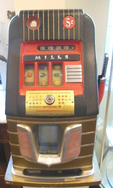 """""""Mills"""" one arm bandit machine"""