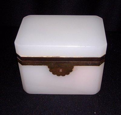 27: OPALINE BOX