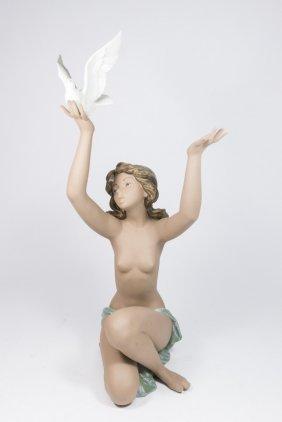 Lladro Daisa Kneeling Girl With Dove #3559