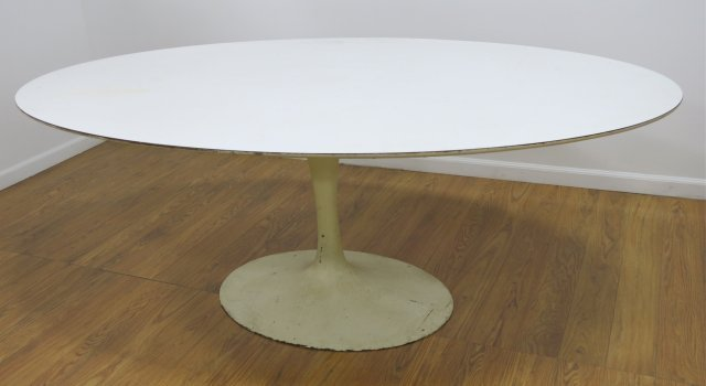 Eero Saarinen White Lacquer Oval Breakfast Table