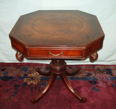 100: REGENCY STYLE LEATHER TOP GOLD TOOLED LAMP TABLE