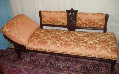 105: VICTORIAN FAINTING COUCH