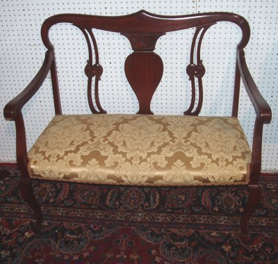 106: QUEEN ANNE STYLE SETTEE