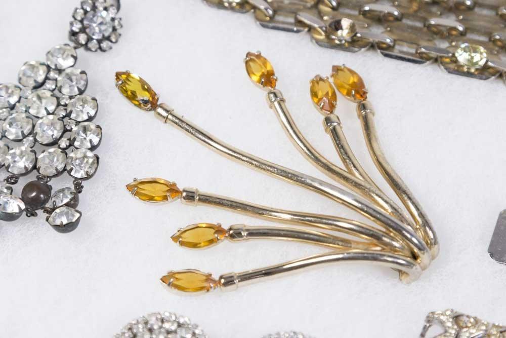 Tray of Costume Jewelry - 7