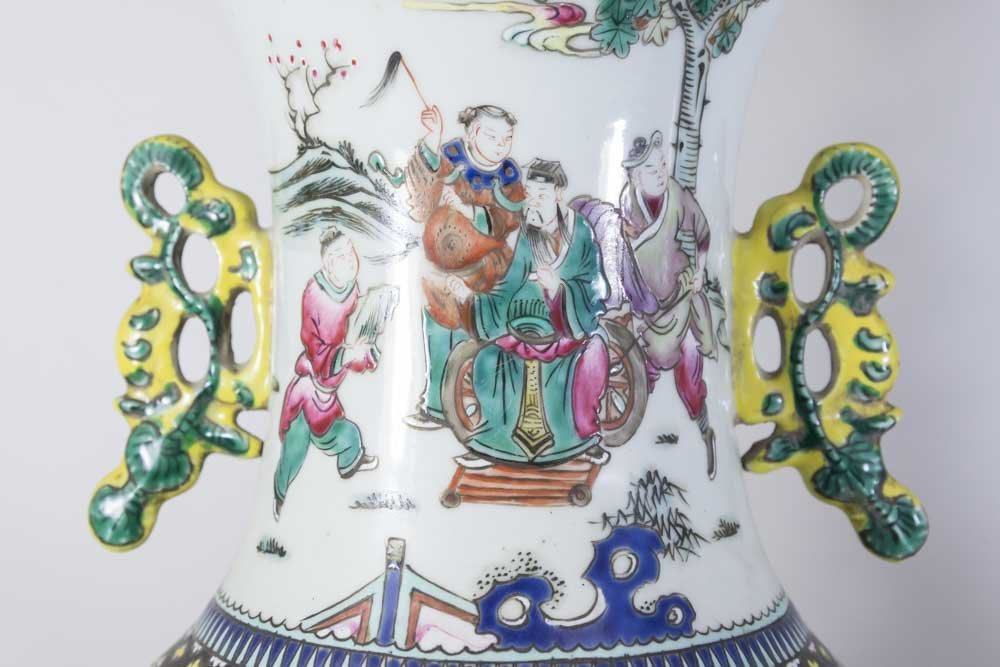 Two Chinese Famille Rose Porcelain Vases - 5