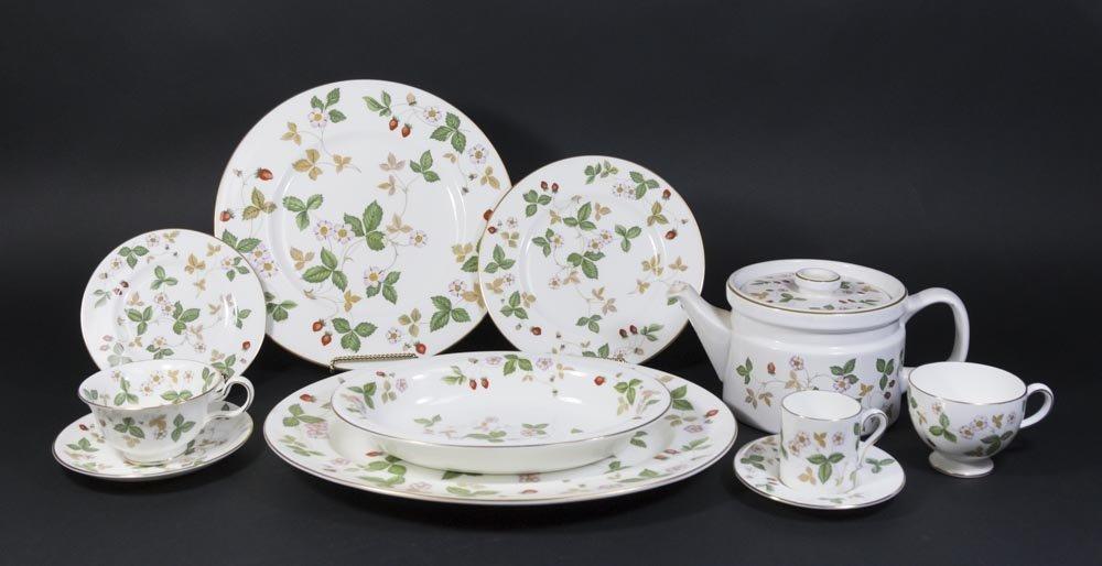Wedgwood Wild Strawberry Dinnerware Set