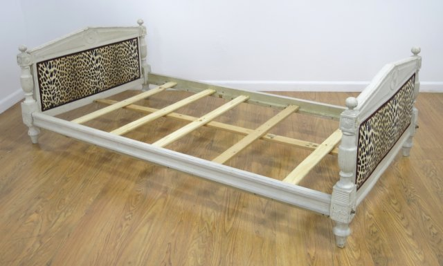 :Directoire Style White Painted Daybed