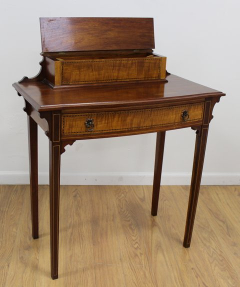 Late 19th C. Georgian Style American Lady's Desk - 3