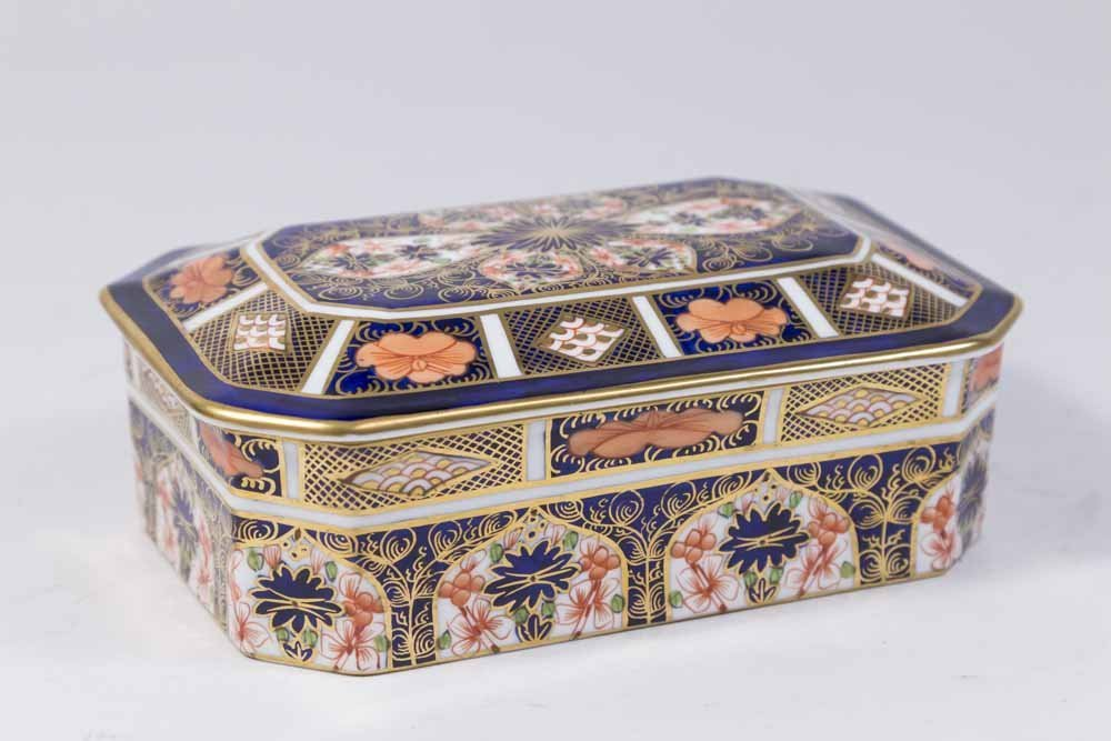 Royal Crown Derby Covered Box