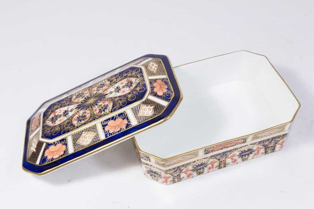 Royal Crown Derby Covered Box - 3